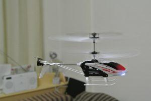時々ヘリコプターも飛ばします